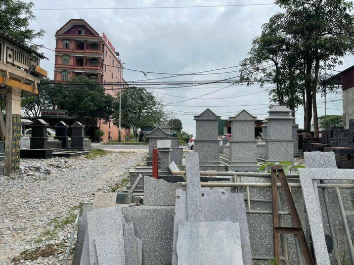 """Hà Tĩnh: Phố """"bia mộ"""" án ngữ cửa ngõ phía Nam thành phố, gây mất mỹ quan đô thị"""