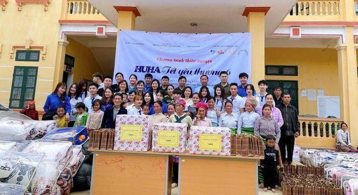 Hàng trăm suất quà, đồ dùng học tập đến với học sinh nghèo huyện Trạm Tấu (Yên Bái)