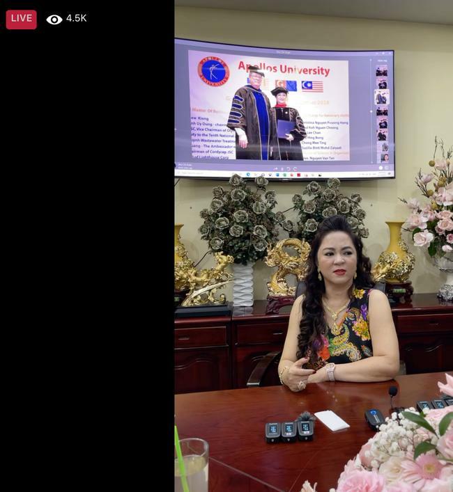 Bà Phương Hằng livestream nêu tên Hoài Linh, chỉ mặt Trang Khàn 'con bán đồ online'