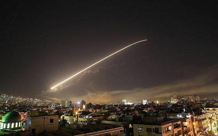 """Israel nã """"mưa"""" tên lửa, Syria đánh chặn gần hết"""