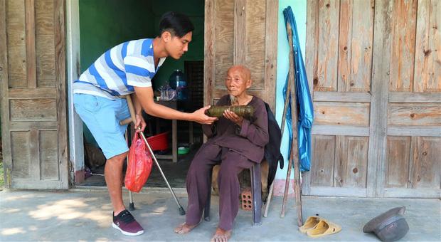 """""""Chàng trai một chân"""" Lương Phi: Hãy luôn lạc quan và yêu đời, cuộc sống sẽ tươi đẹp khi chúng ta còn sống và còn nở nụ cười!"""