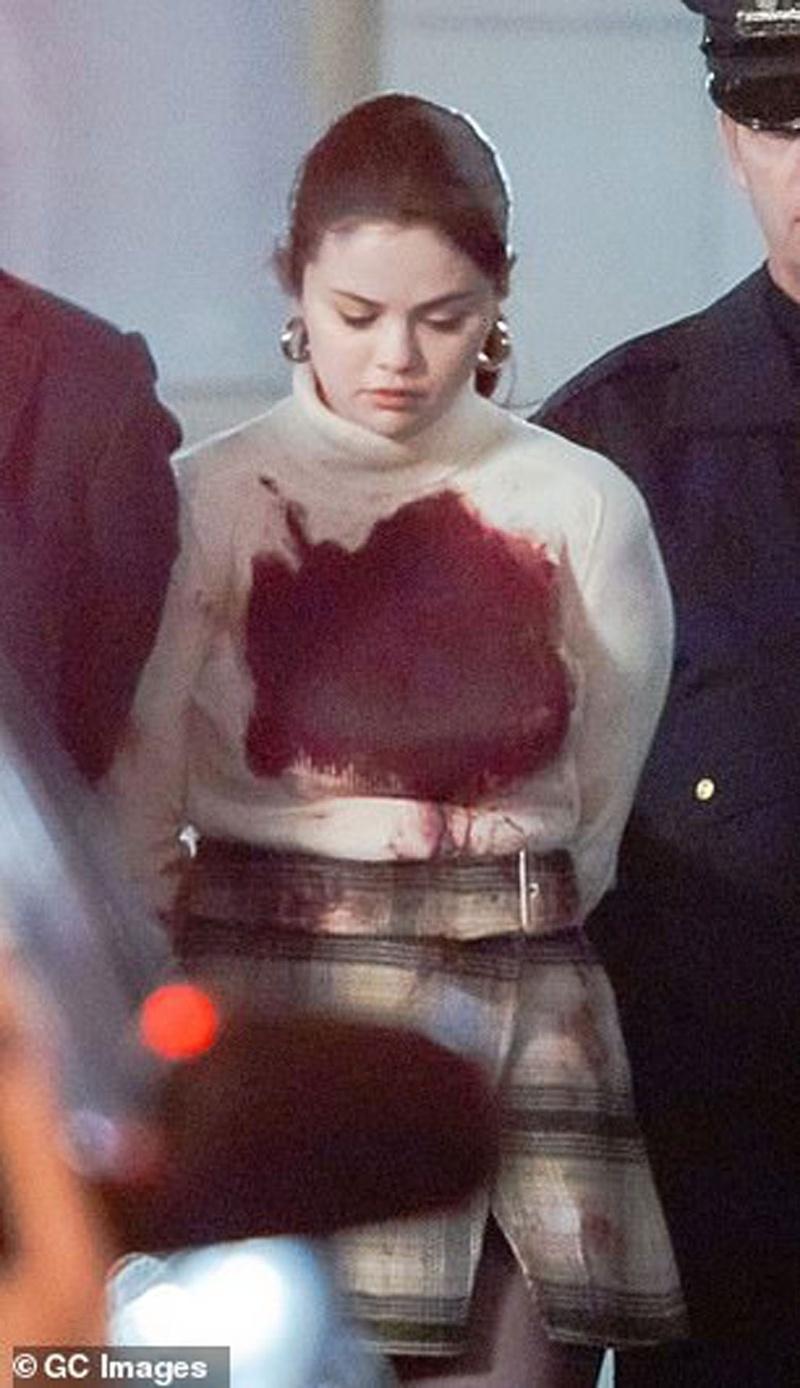 Cảnh quay Selena Gomez bị bắt, người dính đầy máu gây chú ý