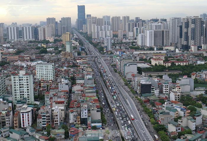 Người dân rời thủ đô, giao thông ùn tắc kéo dài