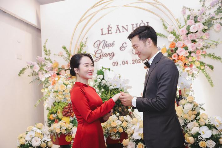 """Xuân Trường hôn Nhuệ Giang đầy hạnh phúc trong bộ ảnh """"đốn tim"""" người hâm mộ"""