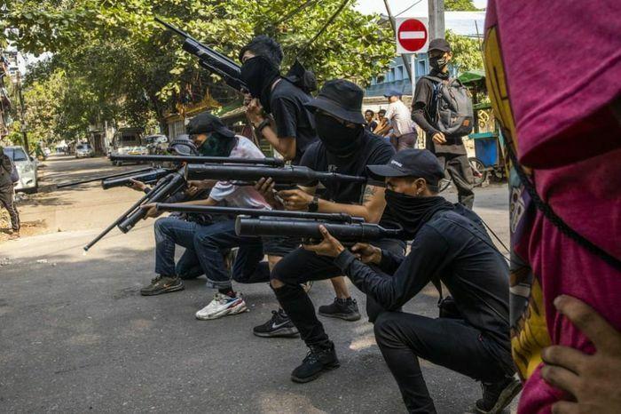"""Tình hình Myanmar: Nhật Bản-Malaysia quan ngại sâu sắc, người biểu tình tuyên bố thành lập """"chính phủ đoàn kết dân tộc"""""""