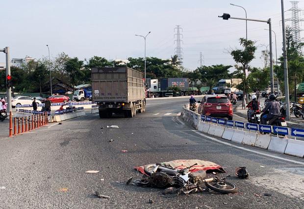 Chạy xe máy vào nhầm làn ô tô, người đàn ông chết thảm