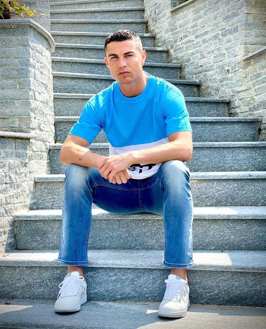 C. Ronaldo bị trêu khi đăng ảnh kèm triết lý