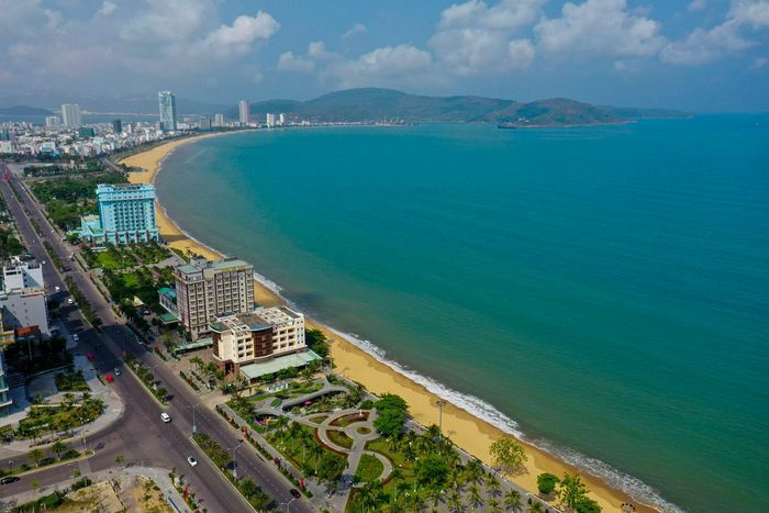 Chưa thể di dời khách sạn chắn biển Quy Nhơn vì vướng luật