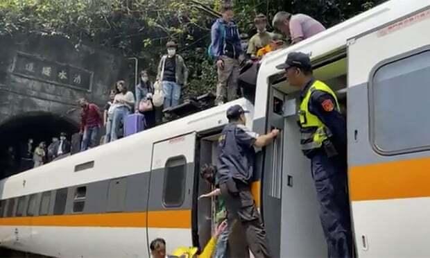Tàu cao tốc trật đường ray ở Đài Loan, ít nhất 36 người chết
