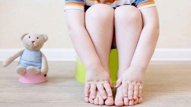 Bé trai 2 tuổi phải cắt đại tràng sau thời gian dài cha mẹ mắc sai lầm