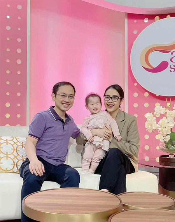 MC Phí Linh tự tin show mặt mộc trên trường quay VTV