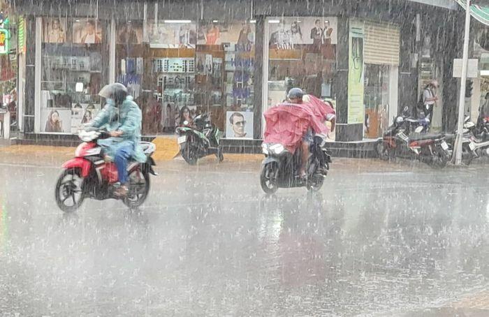 Miền Tây có mưa trái mùa