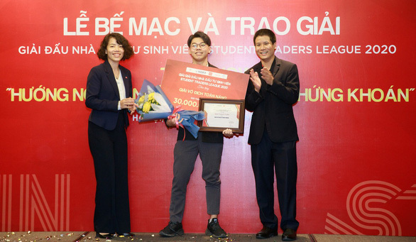 Chỉ 3 lần giao dịch, sinh viên Kinh tế Quốc dân thắng Giải đấu Nhà đầu tư sinh viên