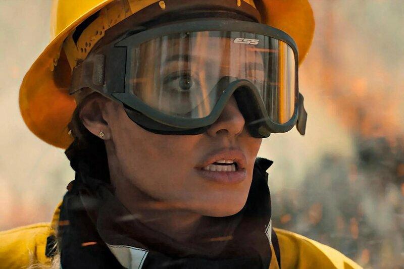 Angelina Jolie hóa nữ cứu hỏa trong phim phiêu lưu, giật gân 'Those Who Wish Me Dead'