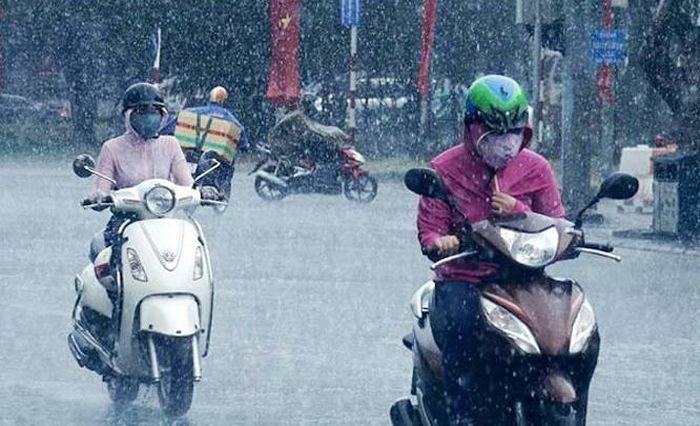 Miền Bắc có nơi mưa rất to, Hà Nội mưa rào rải rác và dông