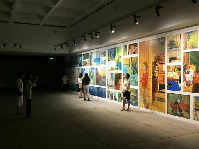 Triển lãm ''Lặng yên rực rỡ'': Nơi những tuyệt tác hội họa bừng sáng trong bóng tối - ảnh 1