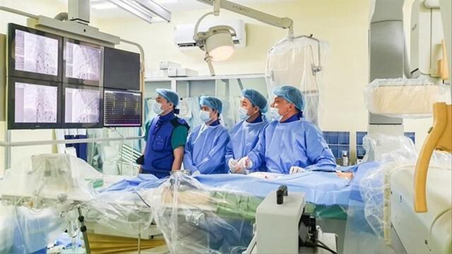 50 phút cân não cứu trẻ bị bệnh tim hiếm gặp