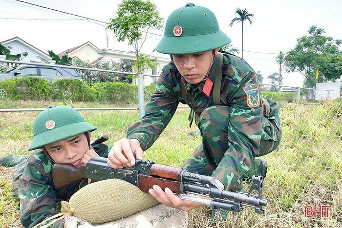 Những ''hạt giống đỏ'' trong huấn luyện chiến sĩ mới ở Hà Tĩnh - ảnh 1