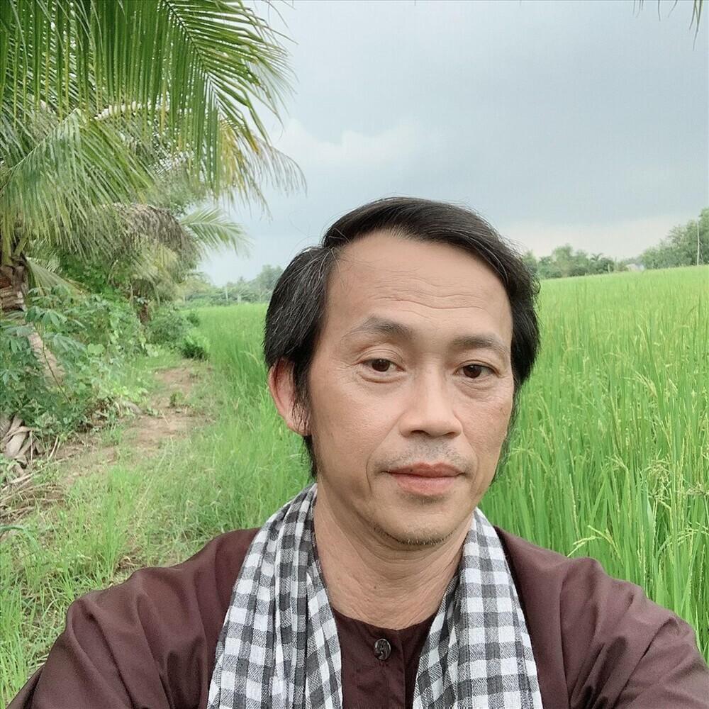 Chỉ sau 3 tháng, kênh Yotube Hoài Linh đạt 1 triệu đăng kí: Nút bạc chưa về lại nhận tiếp nút vàng
