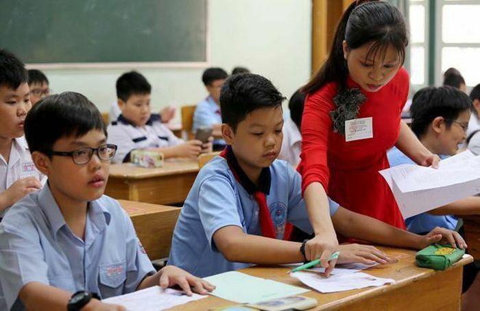 Hà Nội: Dừng tuyển sinh lớp 6 chương trình song bằng cho năm học mới
