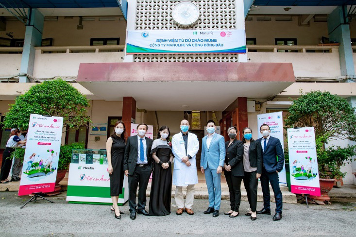 Manulife Việt Nam tri ân đội ngũ y tế tại các bệnh viện phụ sản bằng món quà bảo vệ