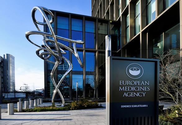 """Châu Âu họp báo về vắc xin AstraZeneca: """"Đông máu là tác dụng phụ rất hiếm"""""""