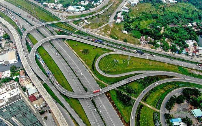 TP.HCM phấn đấu làm mới và đưa vào sử dụng 90km đường bộ và 20 cây cầu