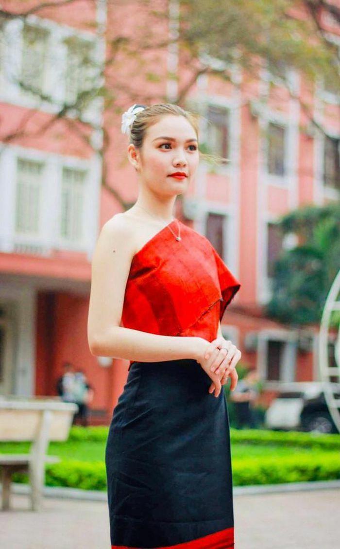 """Nữ du học sinh Lào được ví như """"bông hoa Chăm"""" là ai?"""