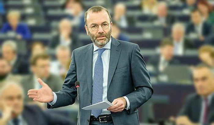 Tình hình Ukraine: Nghị sĩ châu Âu đề xuất loại Nga khỏi hệ thống SWIFT