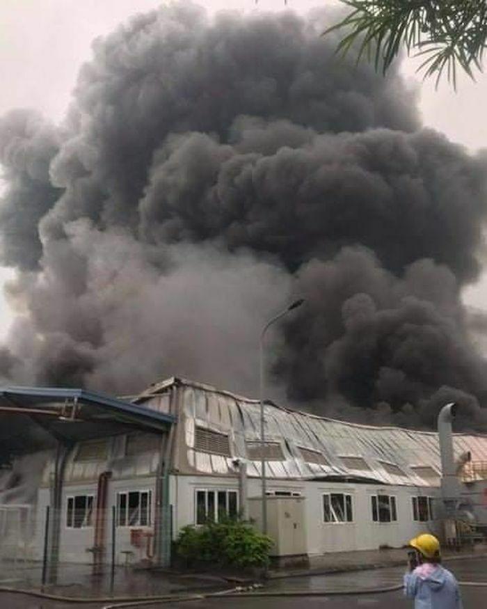 Hải Dương: Hàng trăm chiến sĩ tham gia dập đám cháy lớn tại Công ty Doosan