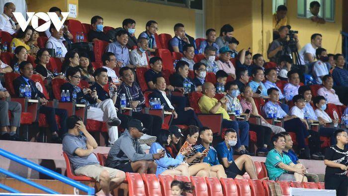 """Bầu Hiển """"ra chỉ thị đặc biệt"""" với Văn Quyết sau trận đại thắng của Hà Nội FC"""