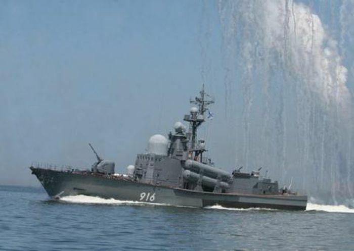 Hai hạm đội Nga tập trận gần Crimea khi căng với Ukraine