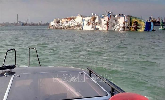 Lật tàu ở vùng Vịnh Mexico, 12 người mất tích