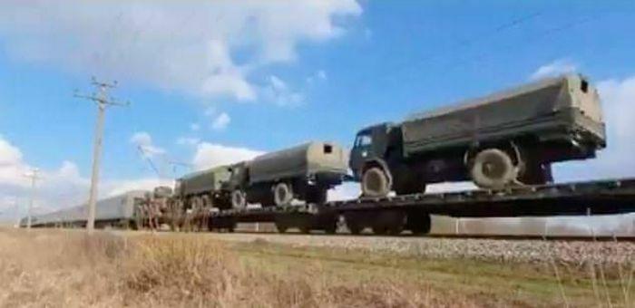 Nga điều xe tăng gần Crimea, lãnh đạo Mỹ – Ukraine tức tốc điện đàm