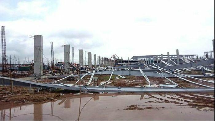 Nhà xưởng 95.000m2 đang thi công trong khu công nghiệp đổ sập