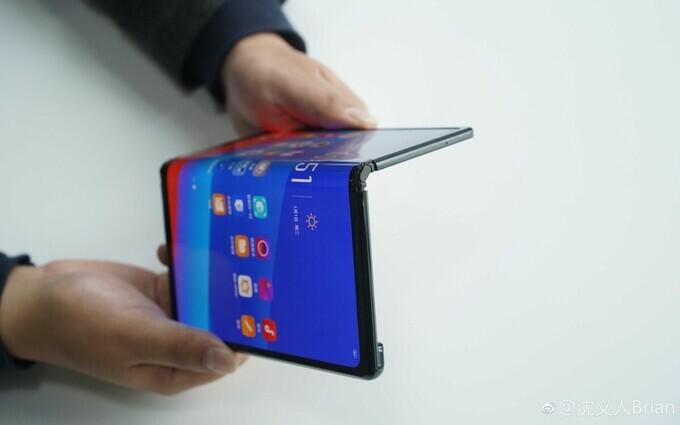 Oppo có thể ra hai smartphone màn hình gập