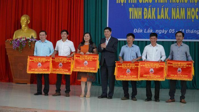 Đắk Lắk: Gần 400 giáo viên THCS được công nhận giáo viên dạy giỏi cấp tỉnh