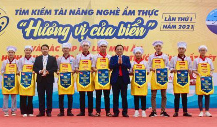 Hơn 1.500 học sinh tham gia Ngày hội tư vấn tuyển sinh Trường Cao đẳng Du lịch Nha Trang