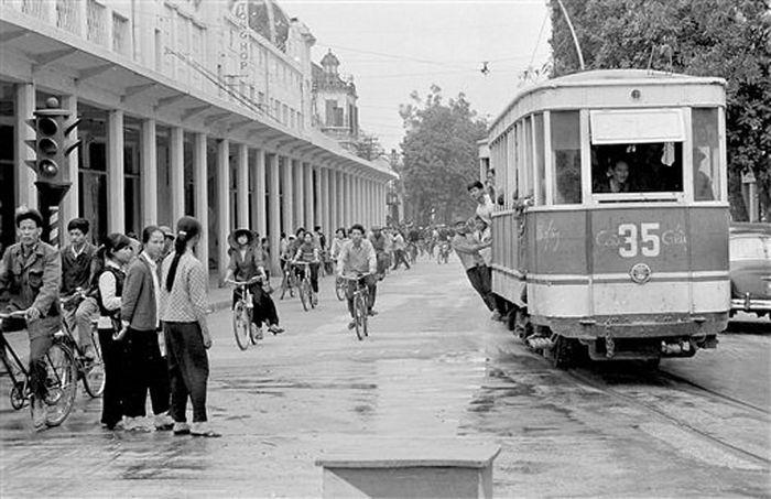 Ảnh để đời những chuyến tàu điện ở Hà Nội năm 1973