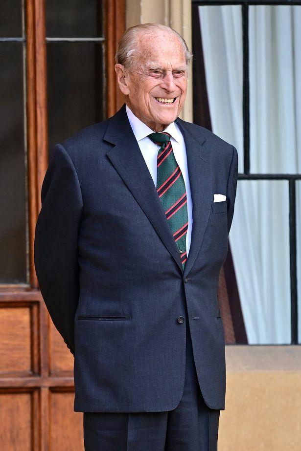 Động thái đầu tiên của các thành viên gia đình Hoàng gia Anh trước tin Hoàng tế Philip qua đời