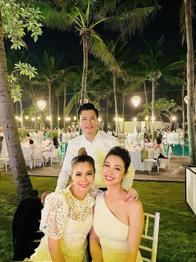 """Sau câu nói """"gây bão"""", Quang Dũng tiếp tục thân thiết bên vợ cũ Jennifer Phạm và người yêu cũ Thanh Thảo trong buổi tiệc"""