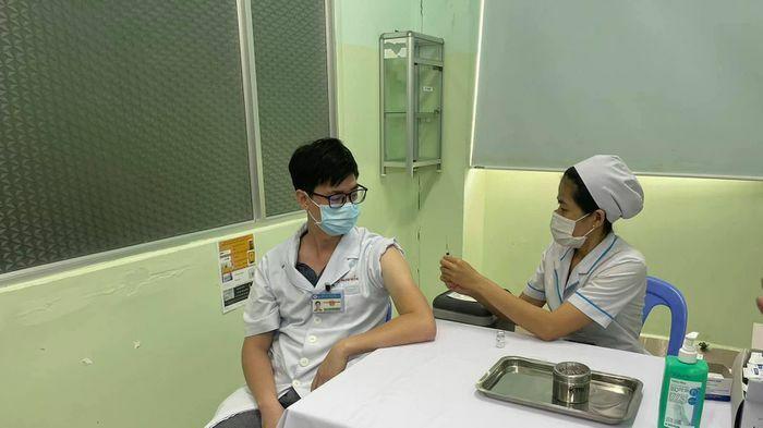 Yêu cầu 63 tỉnh, thành lập danh sách 10 nhóm ưu tiên tiêm vaccine miễn phí