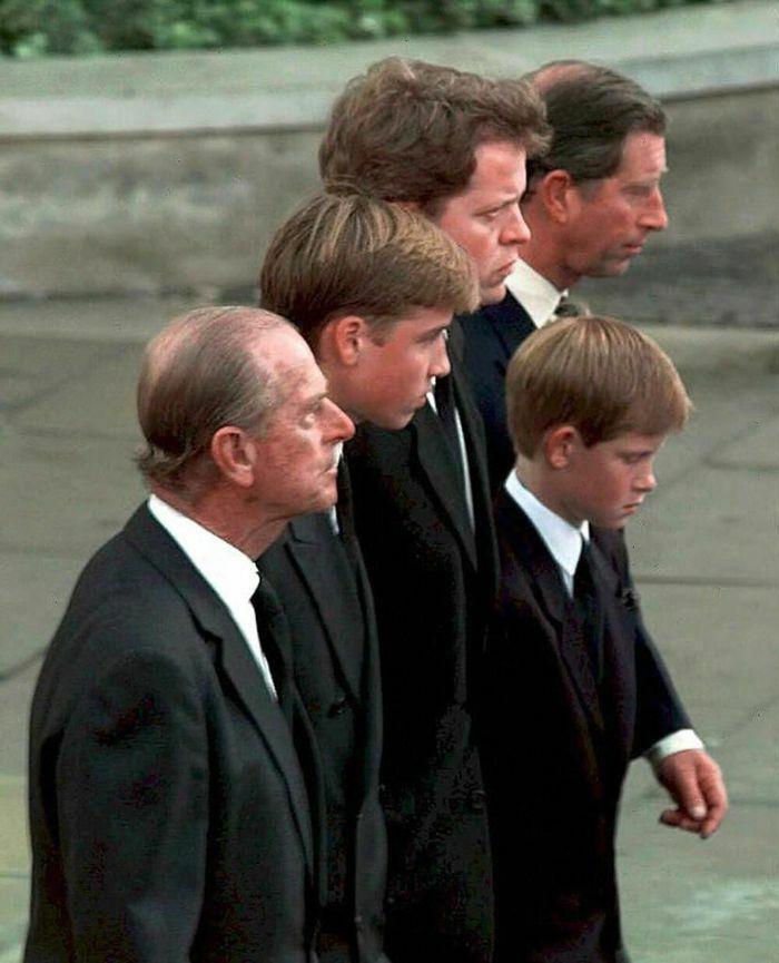 Những khoảnh khắc ngọt ngào nhất của Hoàng thân Philip và Hoàng tử Harry
