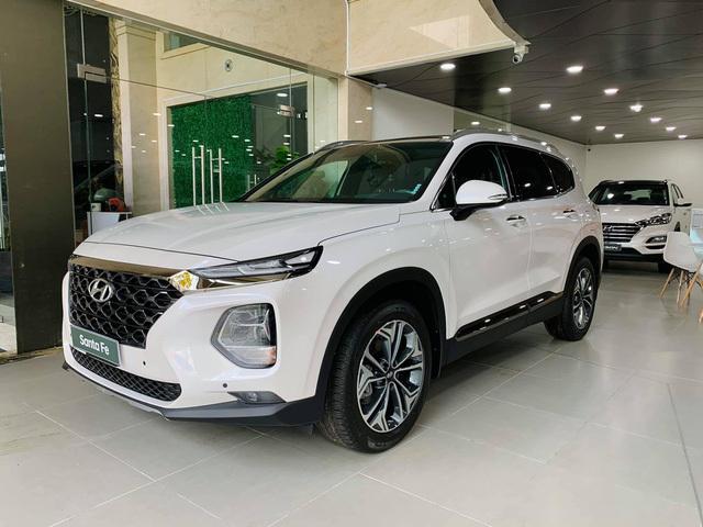 Đại lý ồ ạt xả kho Hyundai Santa Fe tại Việt Nam: Giảm kỷ lục 120 triệu đồng, dọn đường cho phiên bản mới sắp ra mắt