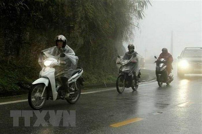 Vùng núi Bắc Bộ mưa dông, Nam Bộ tiếp tục nắng nóng