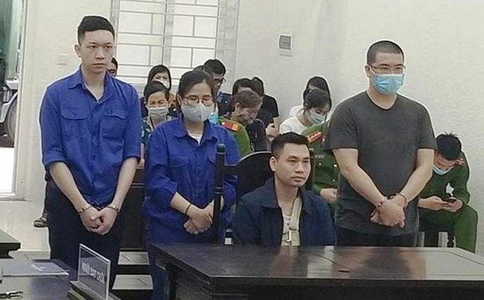 Án tù cho 4 đối tượng buôn bán trang phục phòng dịch giả