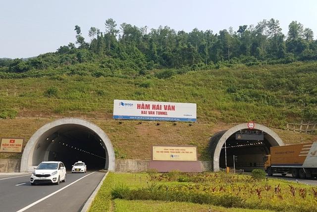 Tỉnh Thừa Thiên Huế kiến nghị lùi tăng phí qua hầm Hải Vân tới ngày 1/6