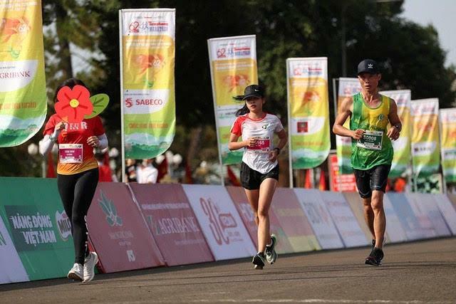 Nữ VĐV tham dự Tiền Phong marathon bị tước huy chương vô địch cự ly 21km