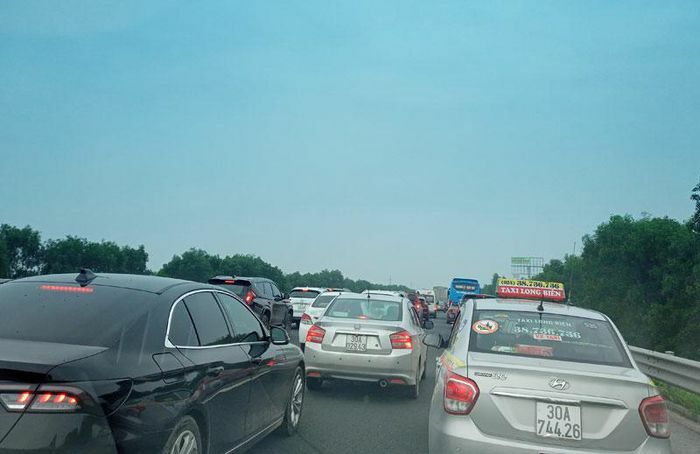 Ùn tắc giao thông nghiêm trọng ở khu vực cửa ngõ Hà Nội