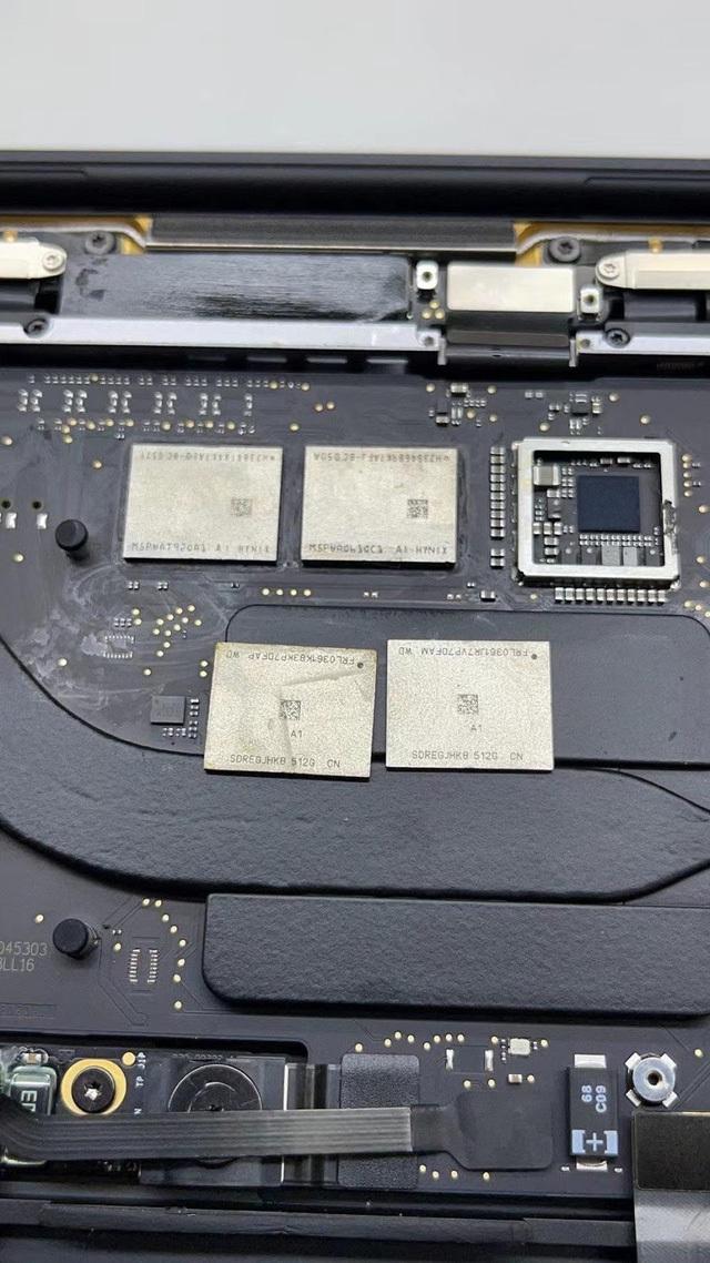 Dù Apple hàn chết linh kiện lên bo mạch nhưng vẫn không cản được kỹ sư Trung Quốc nâng cấp RAM và chip nhớ
